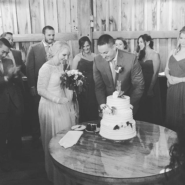 #legallybreen #cuttingthecake from last night. Gorgeous #couple and #barn wedding // #weddinginspiration #flashesofdelight #weddingcake #yum #bride