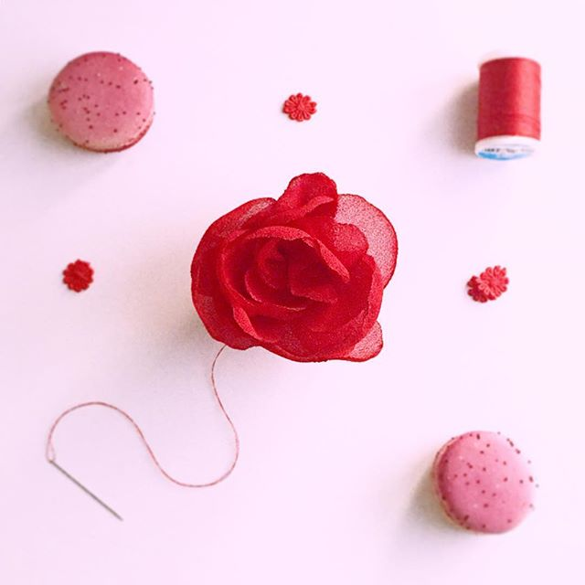 Love #morningslikethese // yummy macaroons and making realistic fabric flowers #lovewhatyoudo