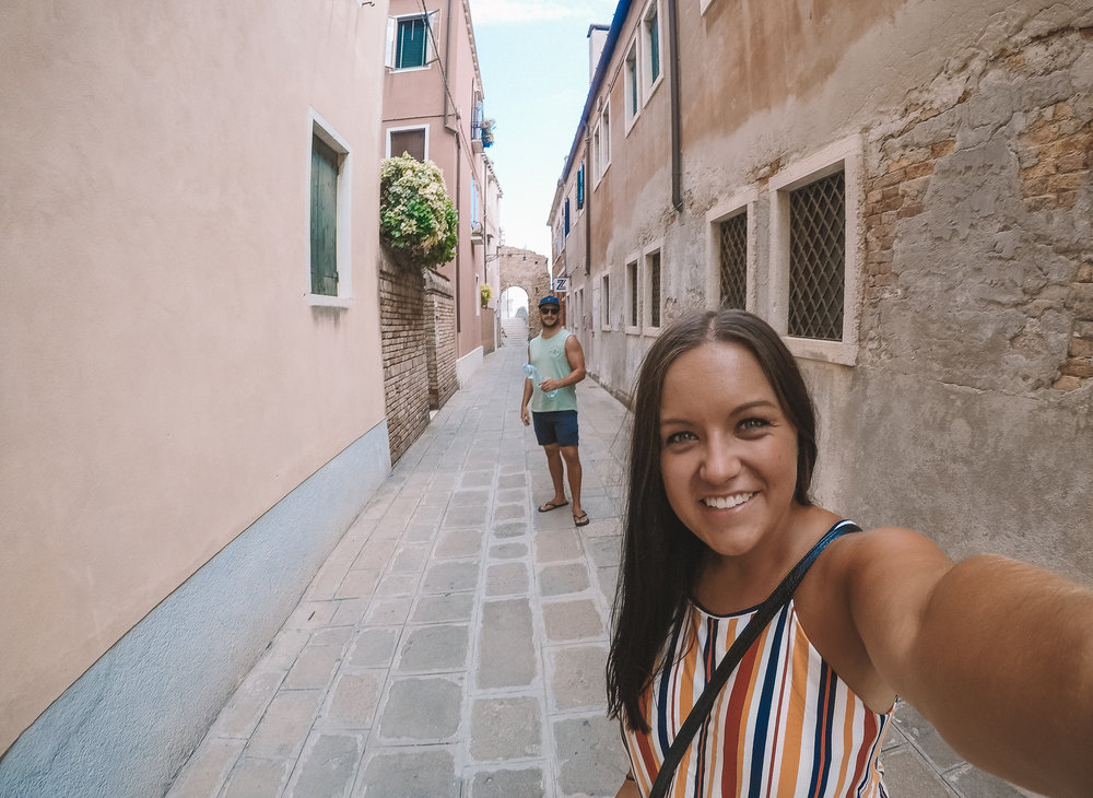 When I think of Venice I think of gondolas, canals, lovely little streets, narrow footbridges, colourful houses and good Italian food. The food here is delicious, from fresh pasta, traditional pizza and homemade gelato (you MUST get the gelato)...