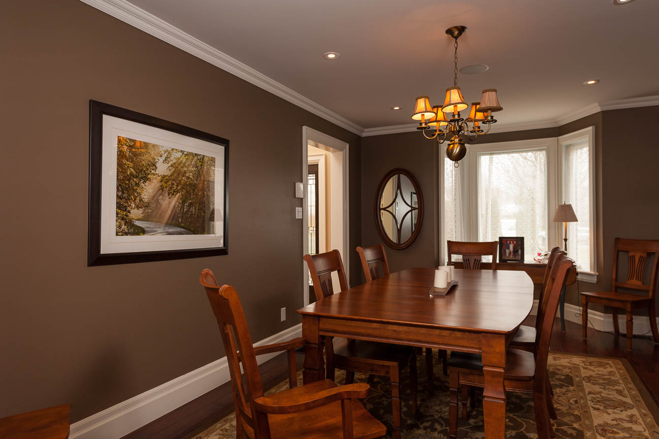 Agent marketing Professional photo of dining room by Peterborough photography Fine Homes Photography