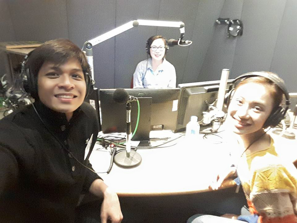 Mark and his girlfriend, fellow BM soloist Abigail Oliveiro, are interviewed by Maridel Martinez-Andanar of SBS Radio in Melbourne.