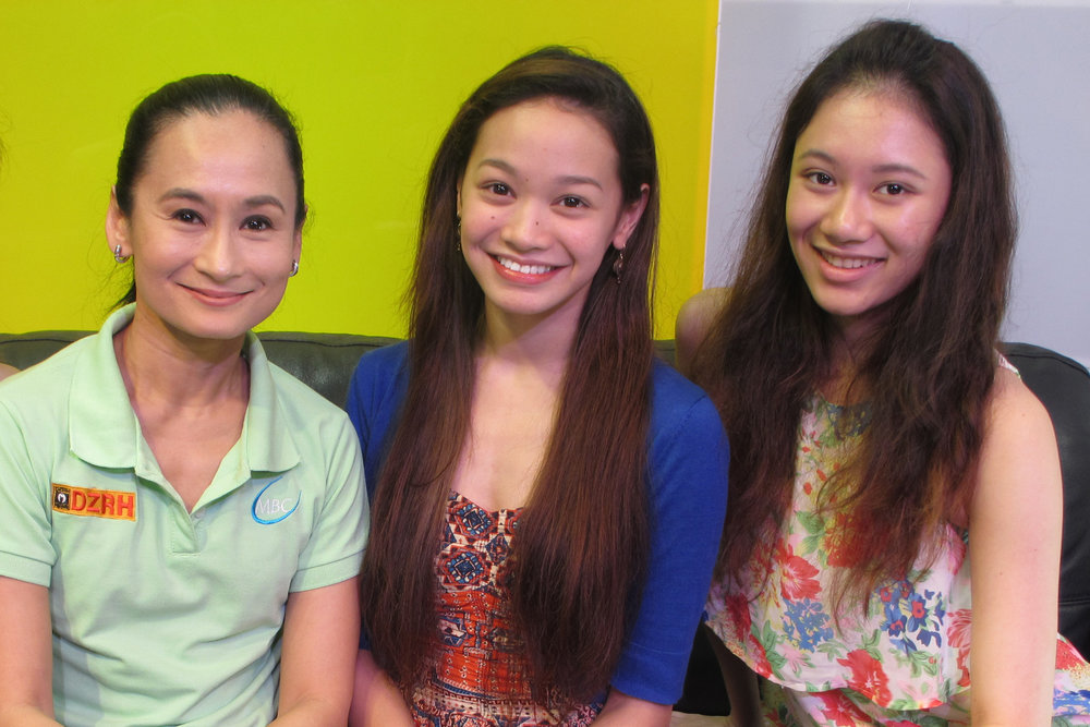 Dawna and fellow Ballet Manila dancer Abigail Oliveiro guest in    Art 2 Art   , a program hosted by their mentor and artistic director Lisa Macuja-Elizalde (left) in 2014.