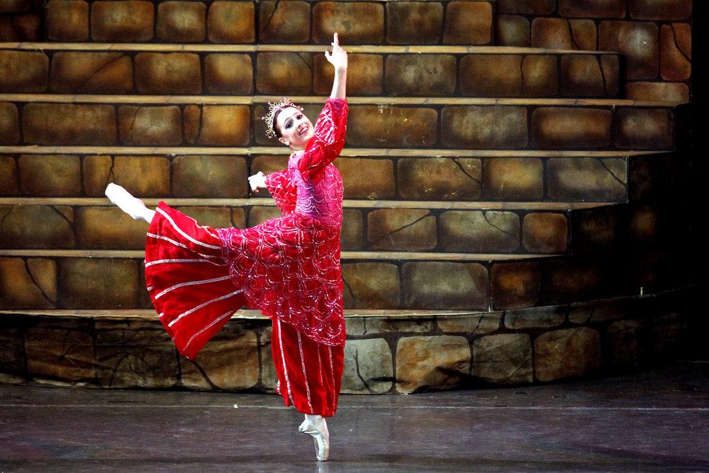 In    Tatlong Kuwento ni Lola Basyang,    Katherine danced as Prinsesa Singsing.
