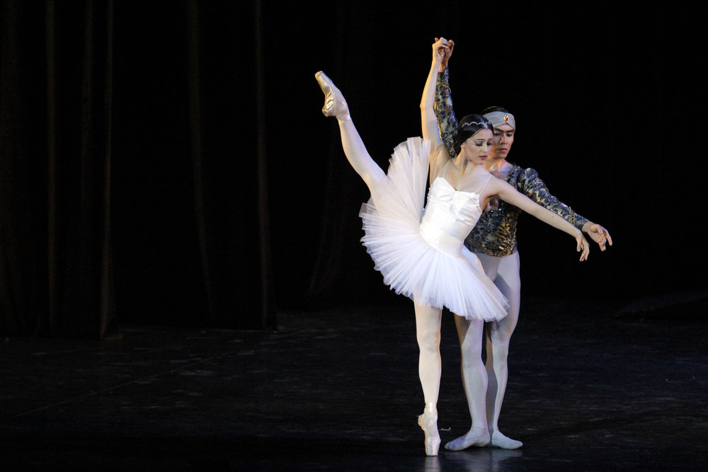 As Nikiya with Romeo Peralta as Solor in    La Bayadere