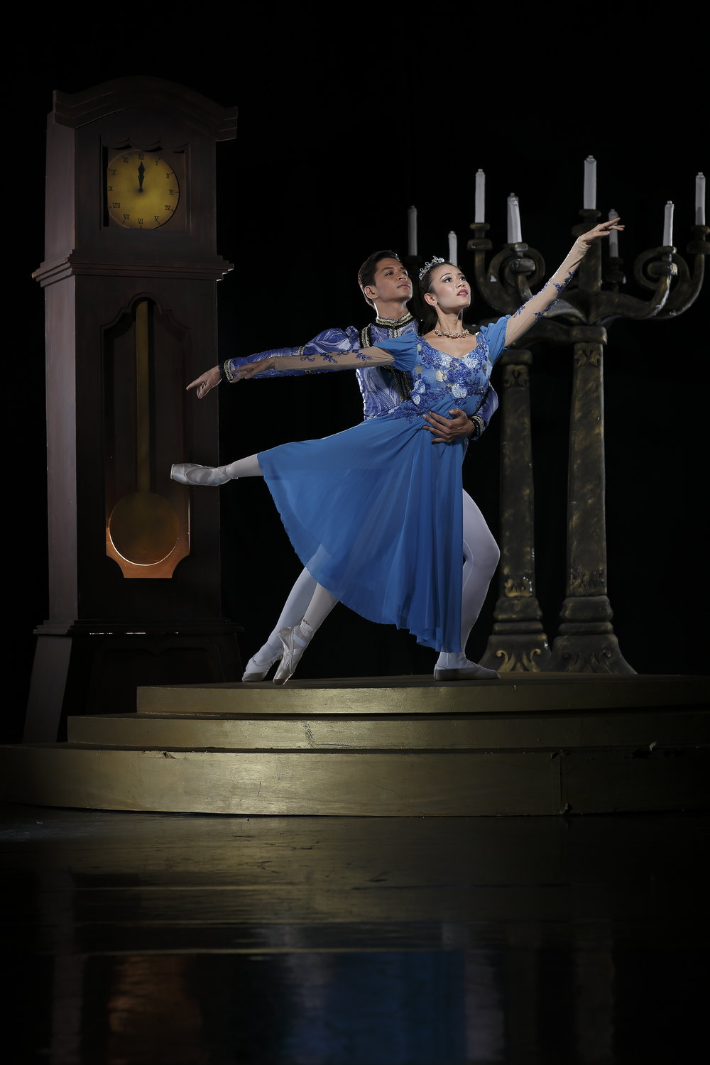 Partnered by real-life beau Mark Sumaylo in    Cinderella   , Ballet Manila's pre-holiday presentation