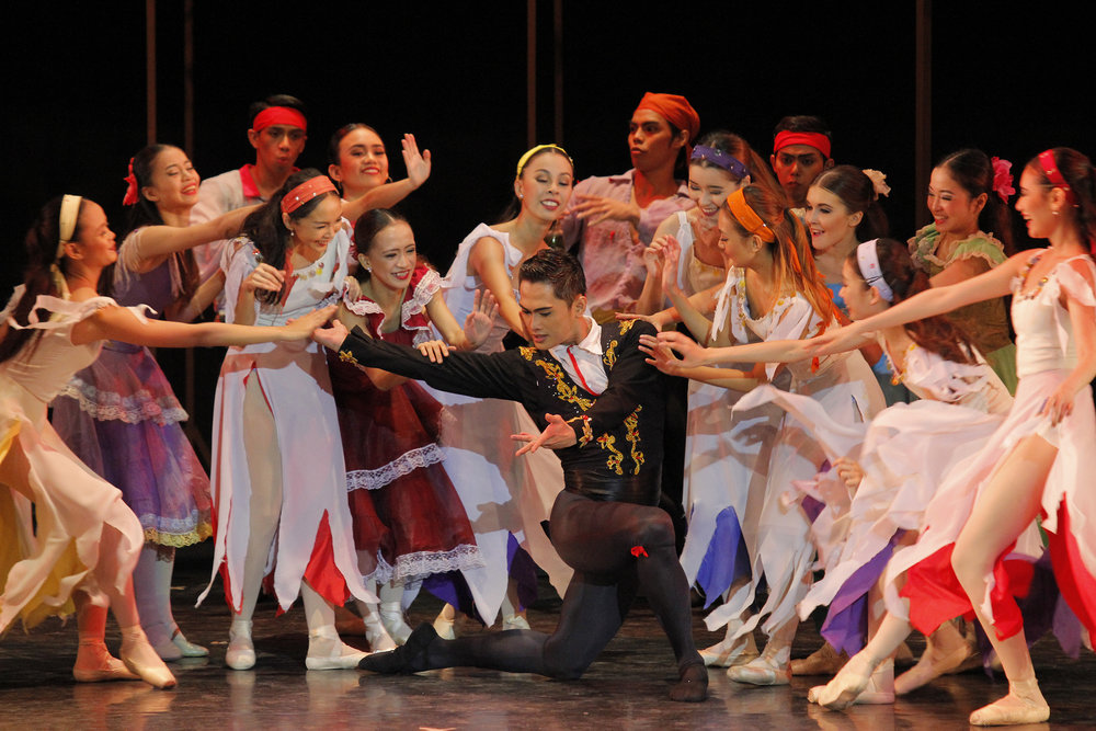 In    Carmen   , Alfren gets to dance as Escamillo. Photo by Ocs Alvarez