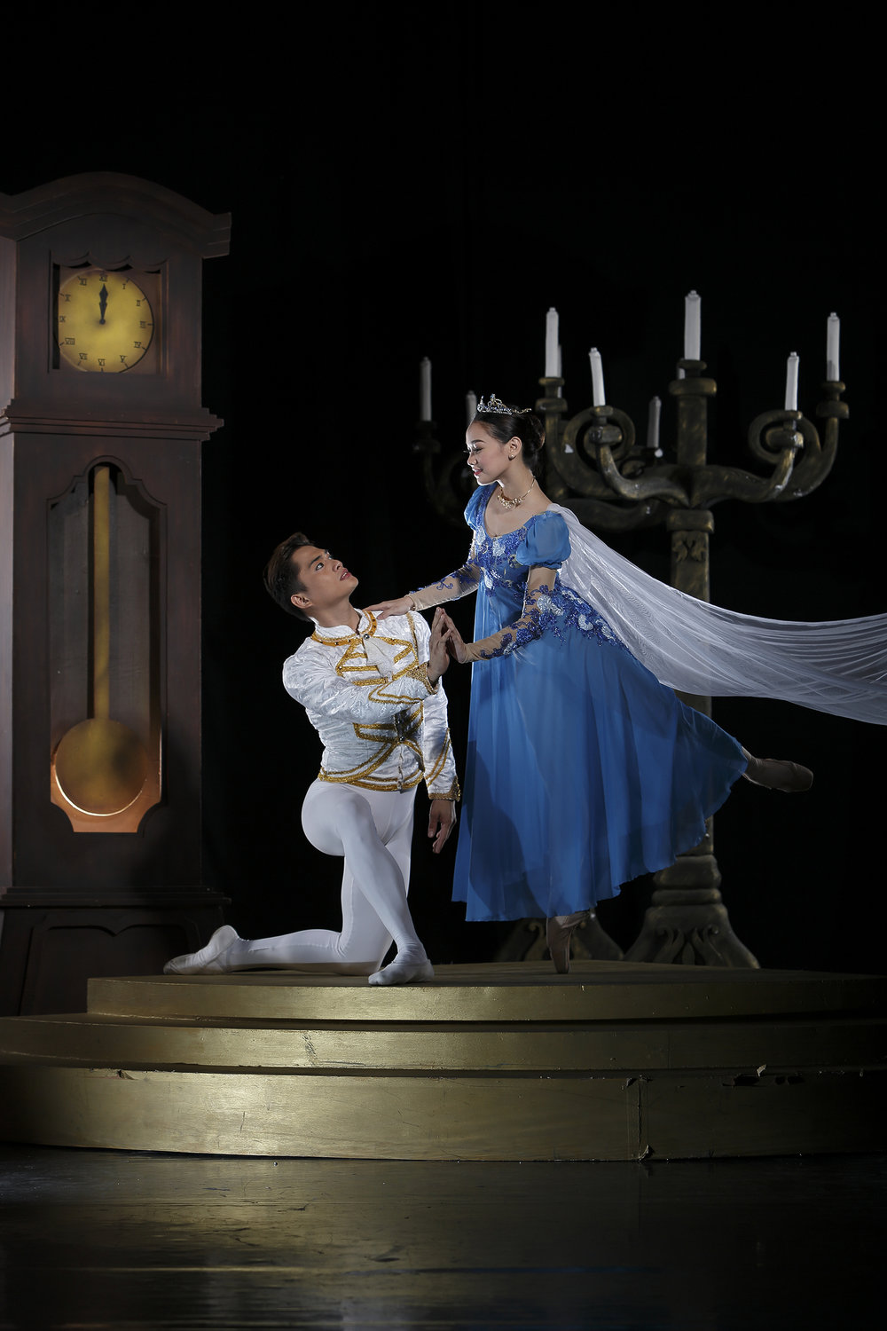 Alfren will be seen next in    Cinderella   , a new Ballet Manila production that uses the choreography of Lisa Macuja-Elizalde and Osias Barroso.