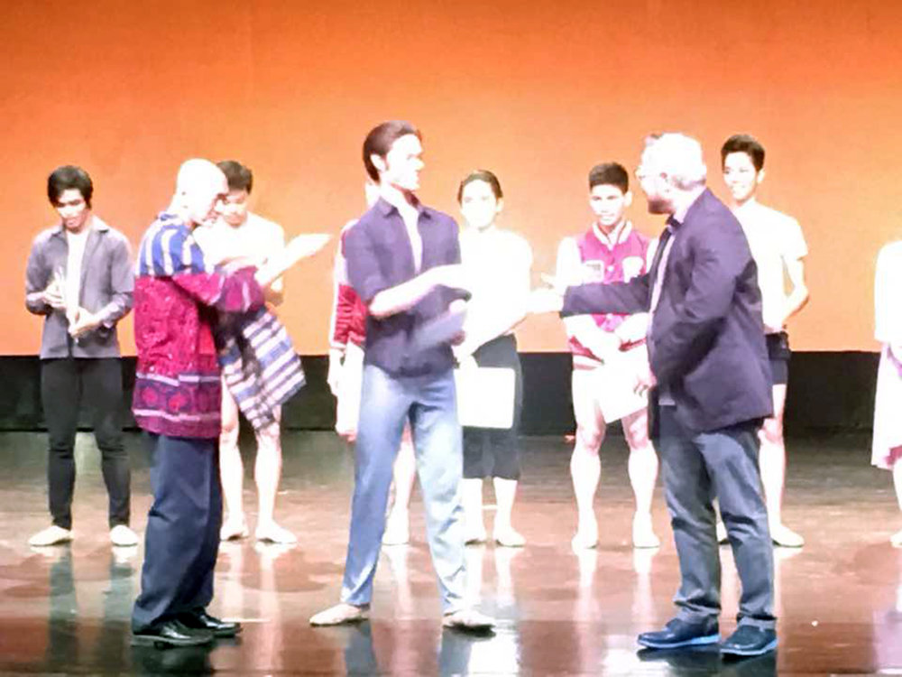 Godwin Merano (center) receives his finalist certificate in the CCP Ballet Competition from Cultural Center of the Philippines VP and artistic director Chris Millado (right) and dance mentor and critic Basilio Esteban Villaruz. Photo by Osias Barroso
