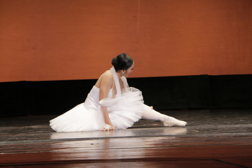 After her fall on the CCP stage, Abby recalls thinking she should still maintain her poise and not cry. Photo by Kiko Cabuena courtesy of CCP