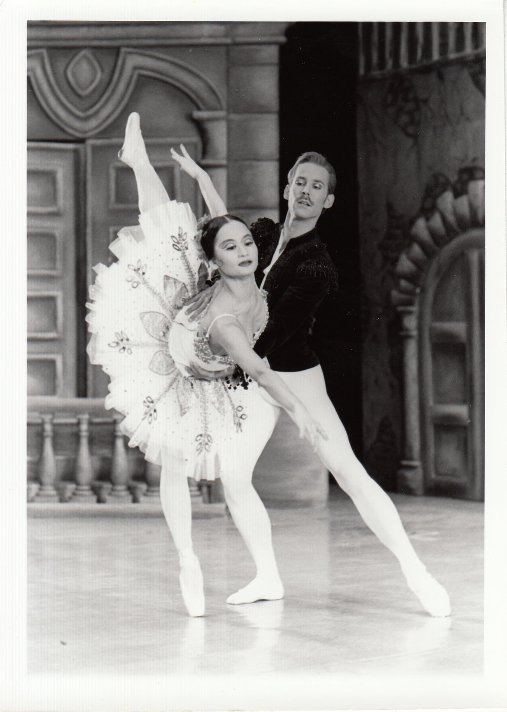 Wes Chapman, also from the American Ballet Theater, partnered Lisa Macuja in the same production at the Cultural Center of the Philippines. Photo courtesy of the Ballet Manila Archives