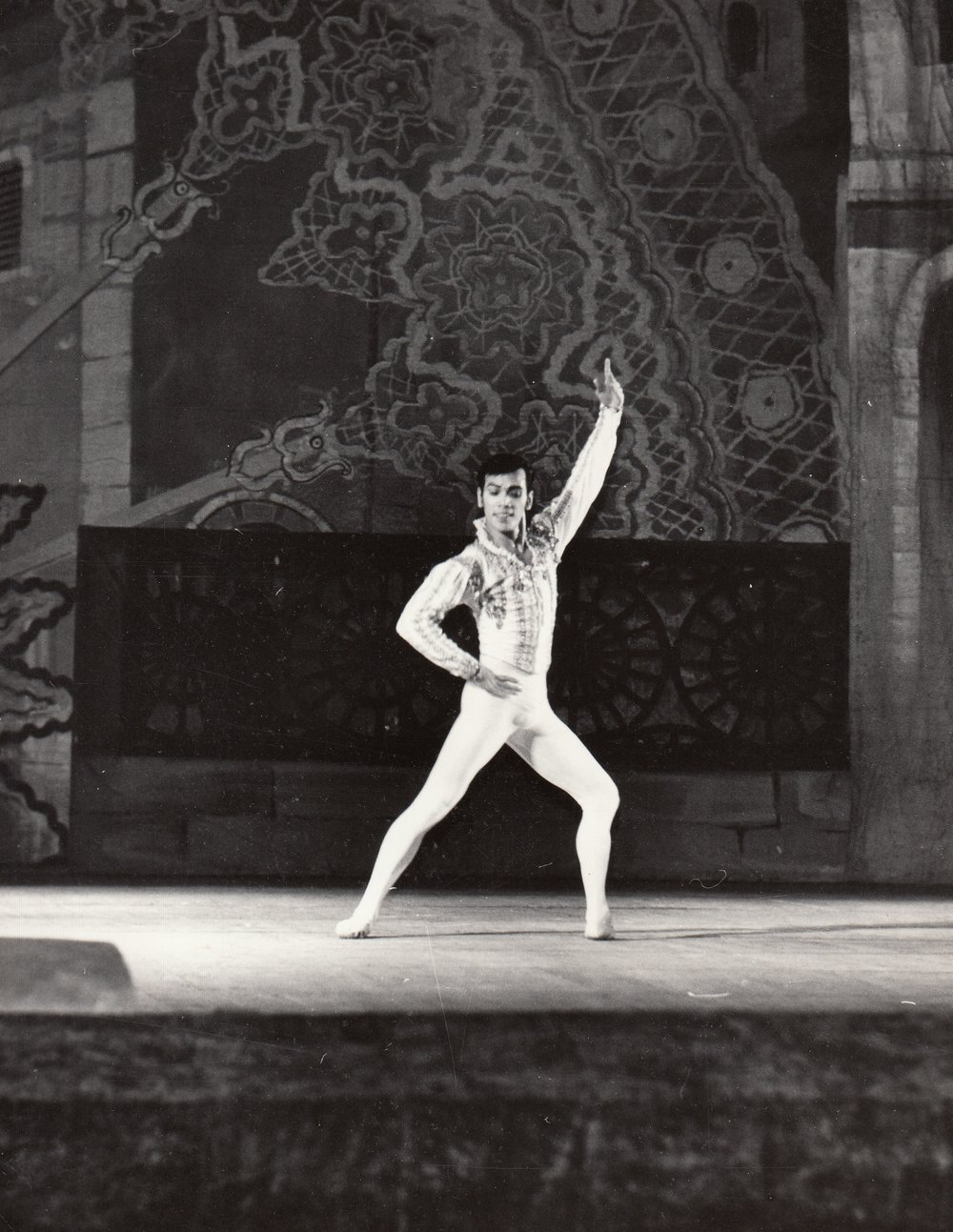 Osias Barroso rules the stage as Basilio in a performance of    Don Quixote    in Ulan-Ude, Russia in 1994. Image courtesy of the Ballet Manila Archives