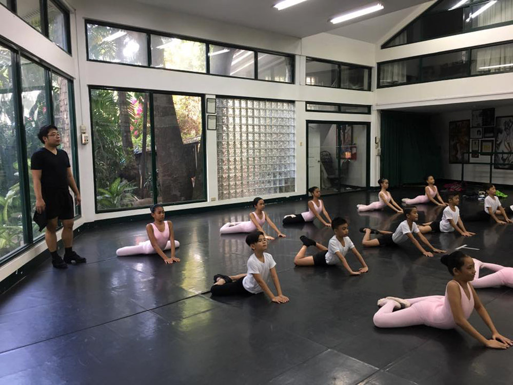 Teacher Jonathan Janolo holds a class with the Project Ballet Futures scholars on the opening day of the 2017 Summer Intensive. Photo by Eileen Lopez