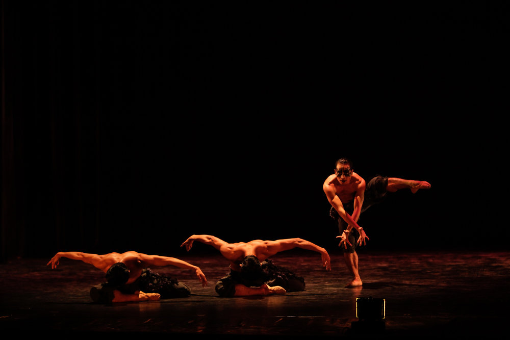 Choreographer Gerardo Francisco explores the mysterious nature of the crow in    Corvus   . Photo by Jojo Mamangun