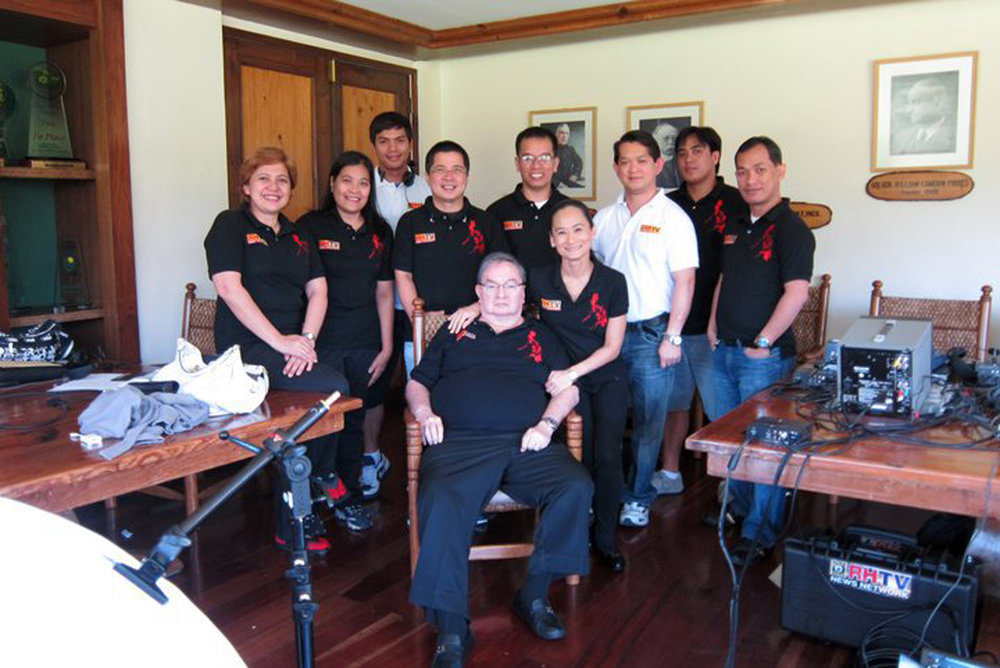 Fred joins the  Art 2 Art  team in Baguio for the taping of a series of summer specials in 2011.