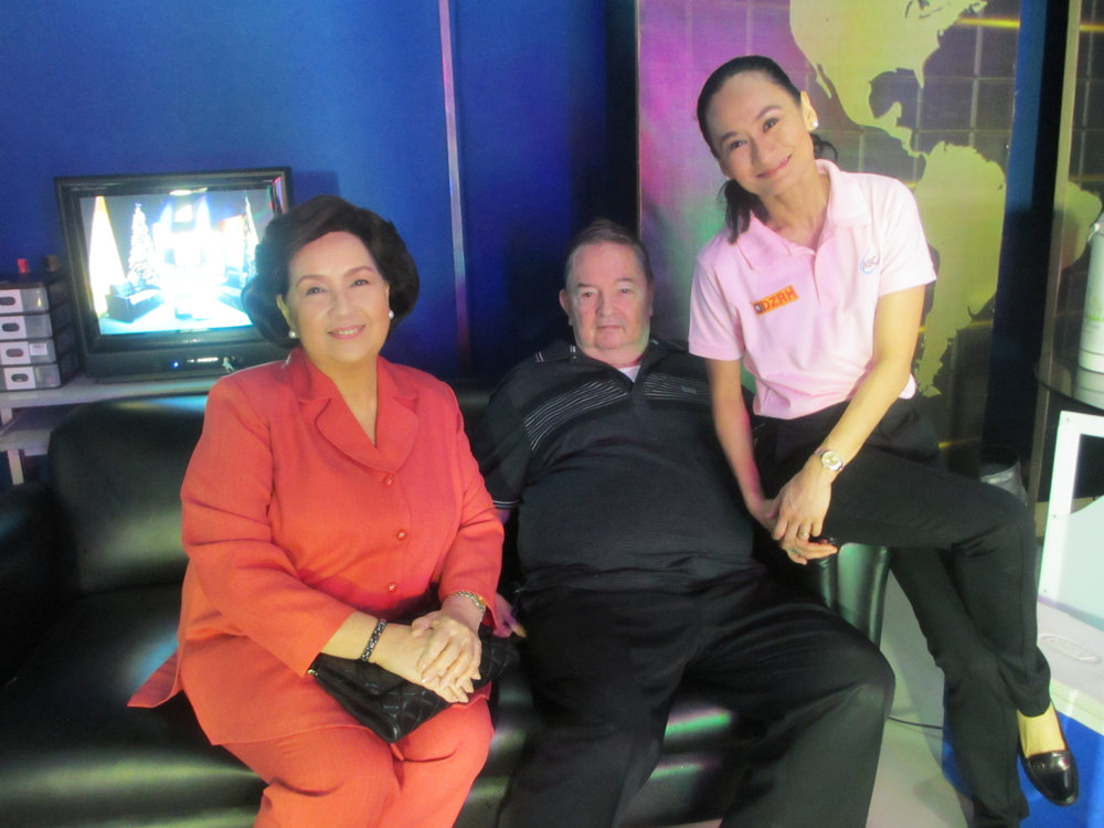 Fred visits Lisa on the  Art 2 Art  set in 2013, with movie queen Susan Roces as guest.