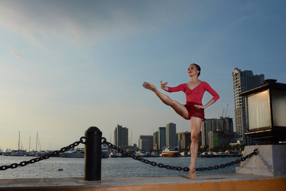 Développédevant en relevé - Ballet Manila Archives