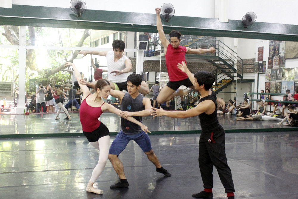 Geri coaches the first cast of    Ibong Adarna    – Abigail Oliveiro partnered by Rudy De Dios, and at the back, in mid-air, Romeo Peralta and Mark Sumaylo. Photo by Jimmy Villanueva