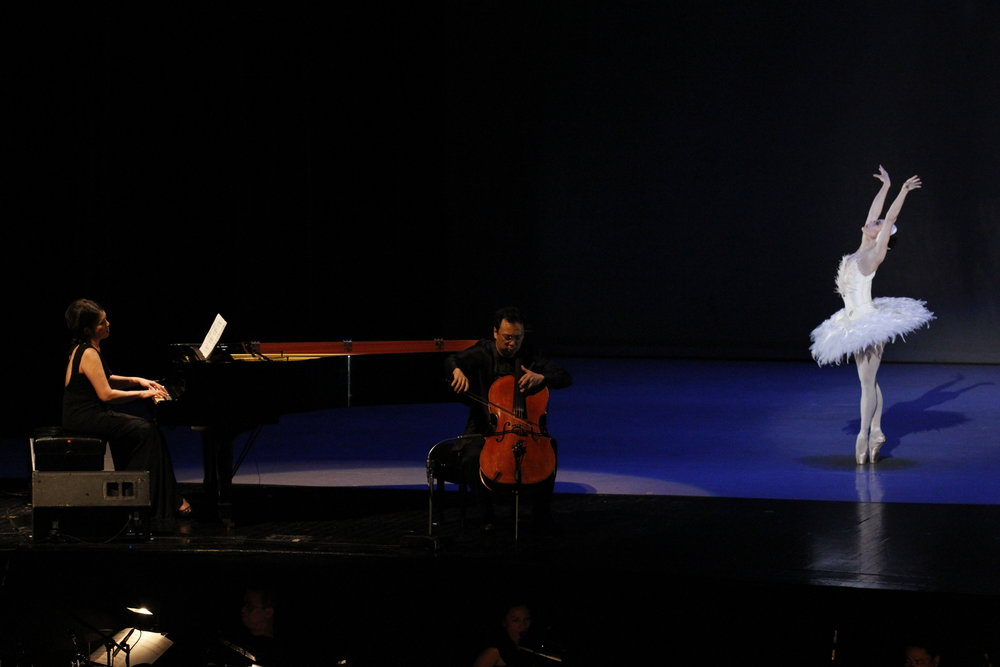 Lisa Macuja-Elizalde dances  The Dying Swan  to live music by pianist Cecile Licad and cellist Wilfredo Pasamba in  The Legends and the Classics . Photo by Ocs Alvarez