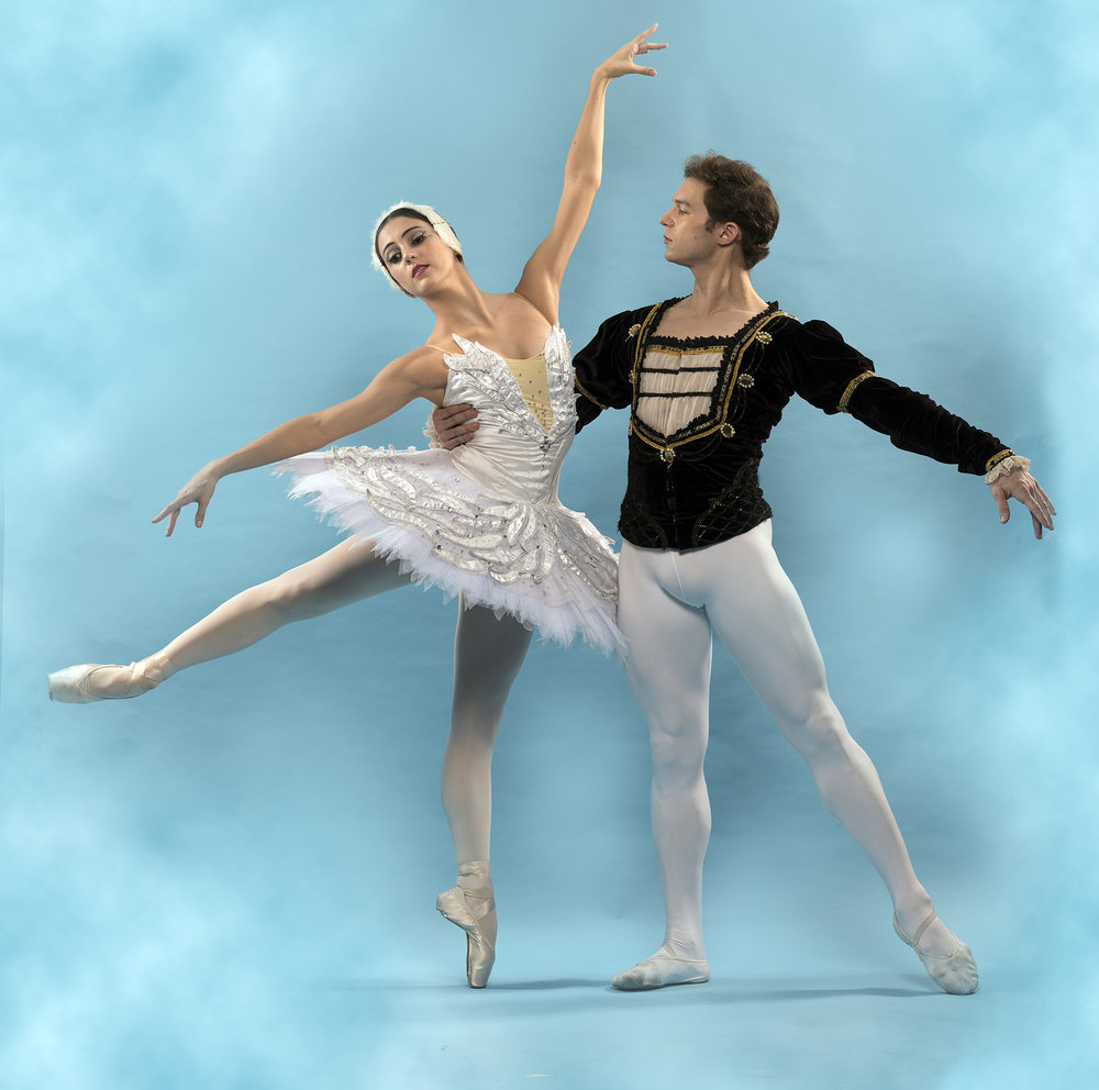 Katherine is partnered by Joseph Phillips in    Swan Lake   . Photo by G-nie Arambulo