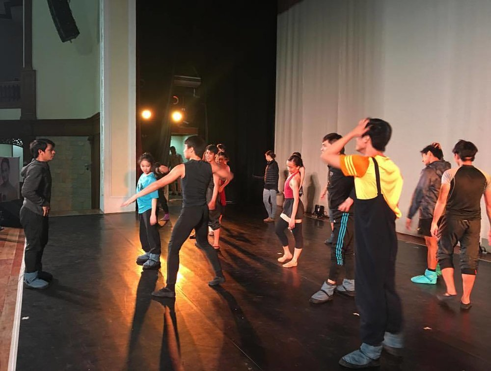 Rehearsing the APEC number before Ballet Manila's performance of    Ballet & Ballads    in Lingayen, Pangasinan. Photo by Lisa Macuja-Elizalde