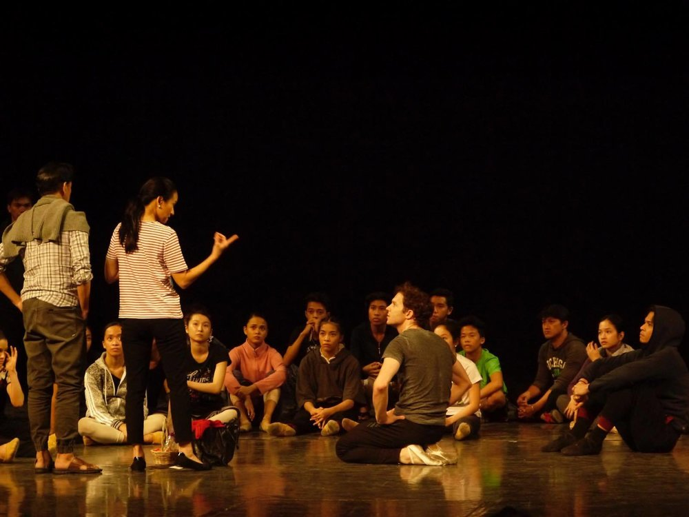 Lisa Macuja-Elizalde (second from left, with co-artistic director Osias Barroso beside her) gives pointers to the dancers during    Snow White    rehearsals at Aliw Theater. Photo by Giselle P. Kasilag