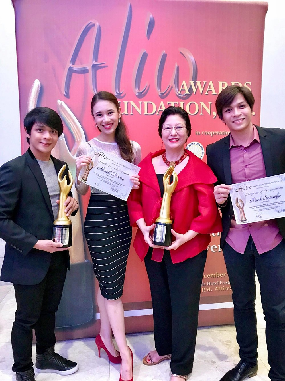 Francisco is joined by soloist Abigail Oliveiro, Project Ballet Futures managing director Sylvia Lichauco and soloist Mark Sumaylo after receiving the Aliw trophy. Oliveiro and Sumaylo also received certificates as Best Classical Dancer finalists.