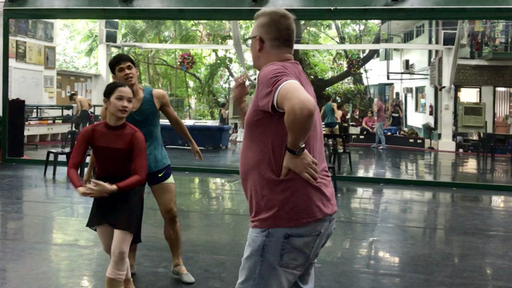 Martin talks to dancers Rudy De Dios and Jasmine Pia Dames during rehearsals for    Aria    last November. Photo by Giselle P. Kasilag