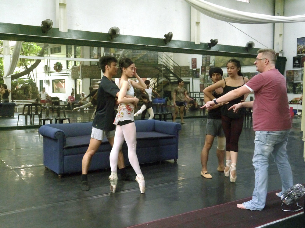 British choreographer Martin Lawrance rehearses    Aria    with dancers Elpidio Magat, Joan Emery Sia, Alvin Santos and Nicole Barroso. Photo by Giselle P. Kasilag