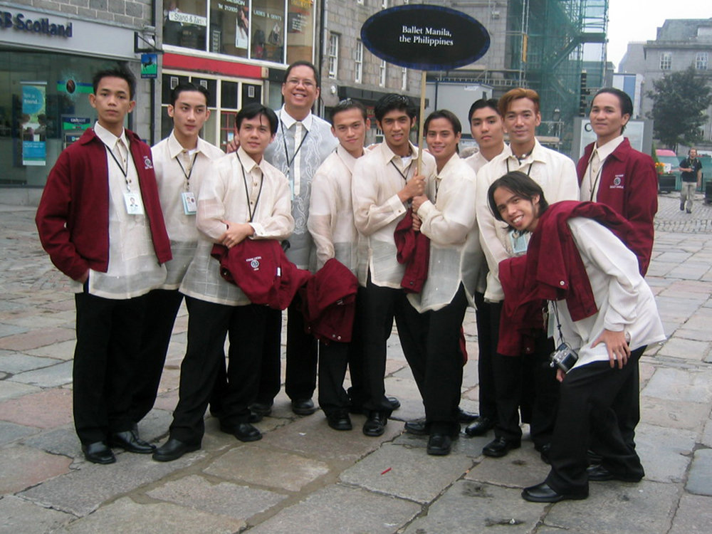 Alvin (seventh from left) was part of the delegation that represented Ballet Manila at the Aberdeen Youth Festival in 2004.
