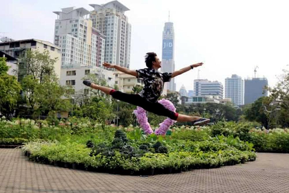 A jump shot, danseur-style: Brian on a literal high.