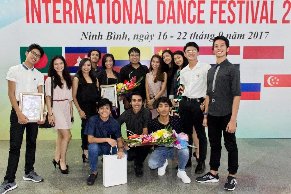 Paeng (foreground, leftmost) was part of the Ballet Manila delegation to the International Dance Festival 2017 in Vietnam where the group won the silver for their performance of Gerardo Francisco's    Muro-Ami   . Photo by Jimmy Villanueva