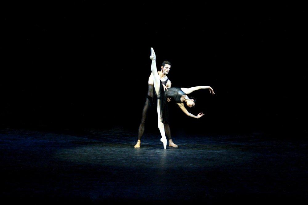 Viktoriya Ananyan and Alexander Zhembrovskyy, soloists of the Dutch National Ballet, dance Hans Van Manen's    Two Pieces for Het.    Photo by Ocs Alvarez, from the Ballet Manila Archives collection