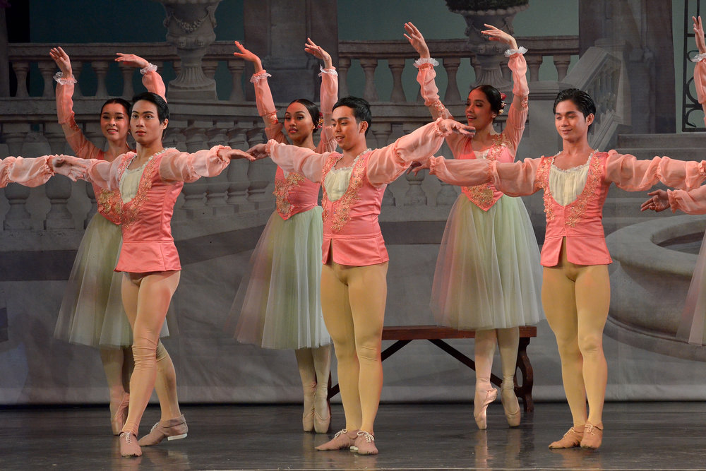 Whether taking on the classics or contemporary dance, Sean (center, in    Swan Lake   ) likes them all. Photo by Ocs Alvarez