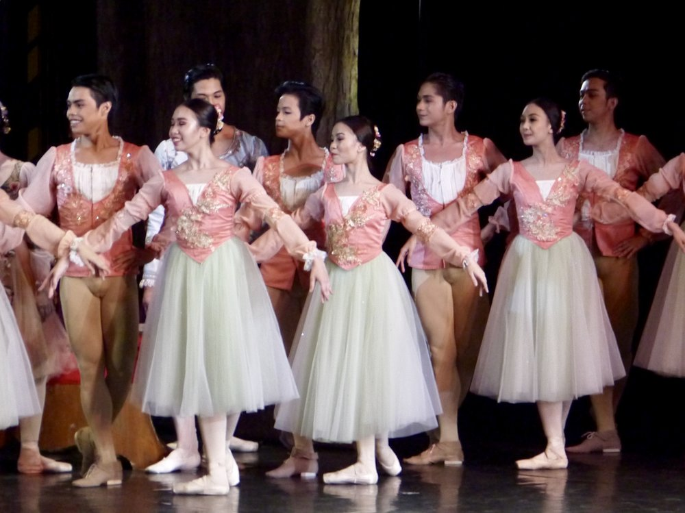 John Ralp (leftmost) gets a taste of the classics in    Swan Lake   . Photo by Giselle P. Kasilag