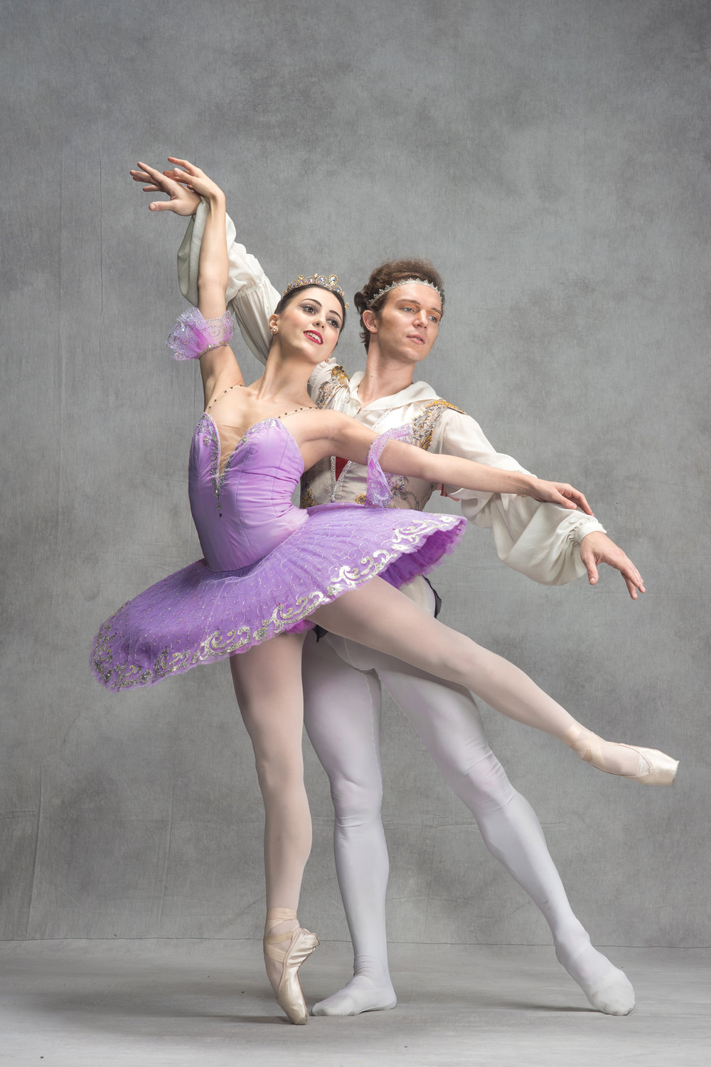 Guest principal dancers Joseph Phillips and Katherine Barkman will headline the 2018 staging of  Le Corsaire . Photo by Jojit Lorenzo