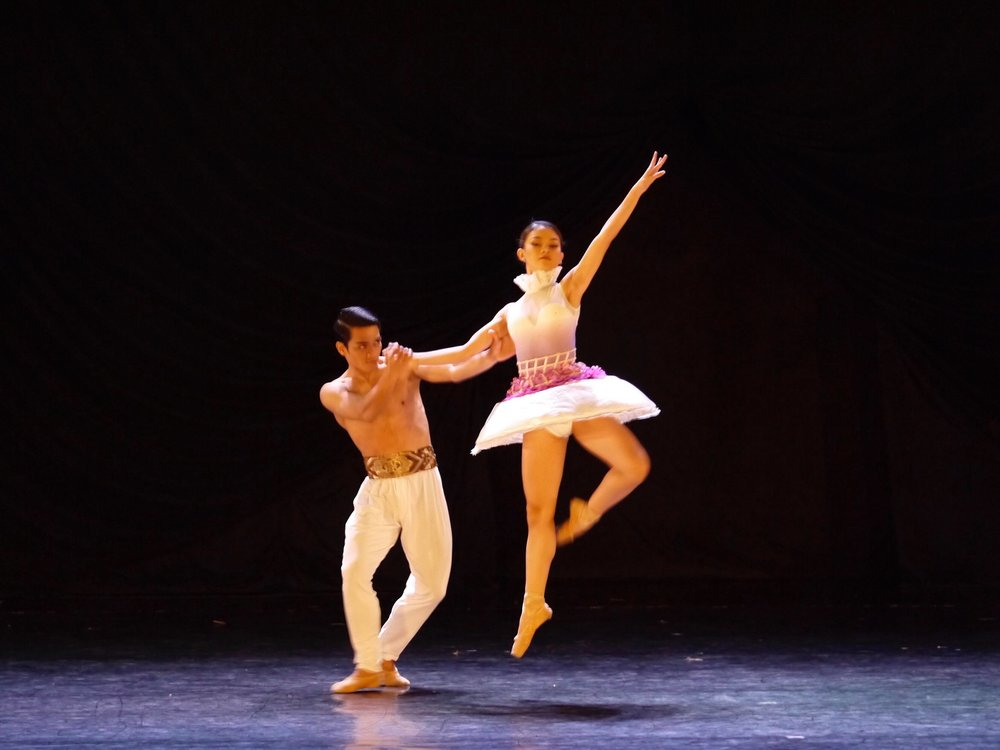 Dancing Annabelle Lopez Ochoa's  Bloom  in  Iconic 1 , with company artist Shaira Comeros. Photo by Giselle P. Kasilag