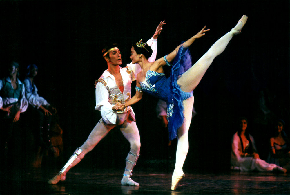 Prima ballerina Lisa Macuja-Elizalde was unable to perform as Medora in 1998 when Ballet Manila staged  Le Corsaire  for the first time as she was pregnant with her first child, Missy. Two years later, she partnered with co-artistic director Osias Barroso when the company restaged the pirate epic. Photo by Ocs Alvarez