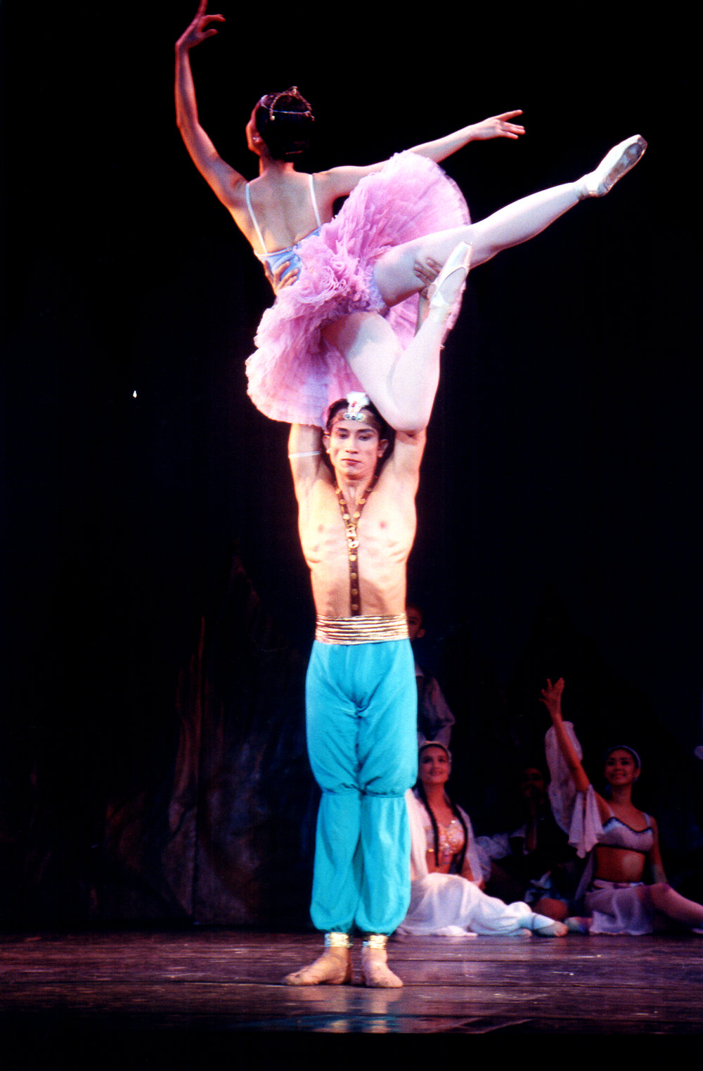 Eduardo Espejo essayed the role of Ali in Ballet Manila's staging of  Le Corsaire  in 2000. In this scene, he is seen lifting Medora up high. Photo by Ocs Alvarez