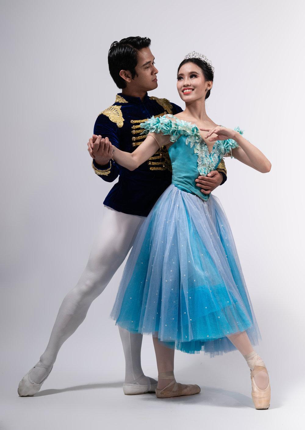 Principal dancer Rudy De Dios returns as Prince Charming, this time with fellow principal dancer Joan Emery Sia as his Cinderella. Photo by MarBi Photography