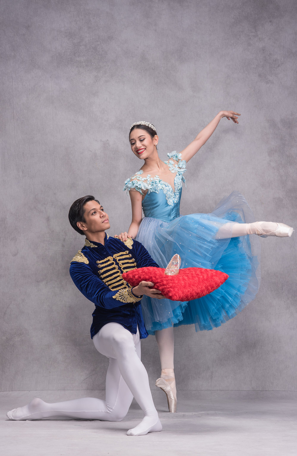 Romance is in the air as Ballet Manila principal dancer Abigail Oliveiro and soloist Mark Sumaylo portray the lead characters in Lisa Macuja-Elizalde's  Cinderella . Photo by Jojit Lorenzo