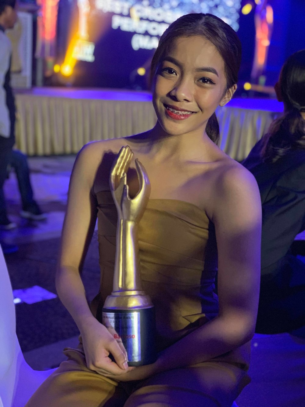 Ballet Manila soloist Nicole Barroso with her Aliw Award as Best Classical Dancer. Photo by Mark Sumaylo