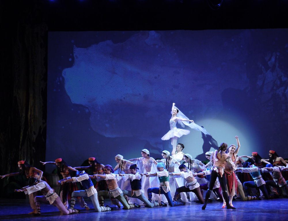 Dancing her first full-length  Le Corsaire  was also resident guest principal Katherine Barkman's farewell performance with Ballet Manila. Photo by Giselle P. Kasilag