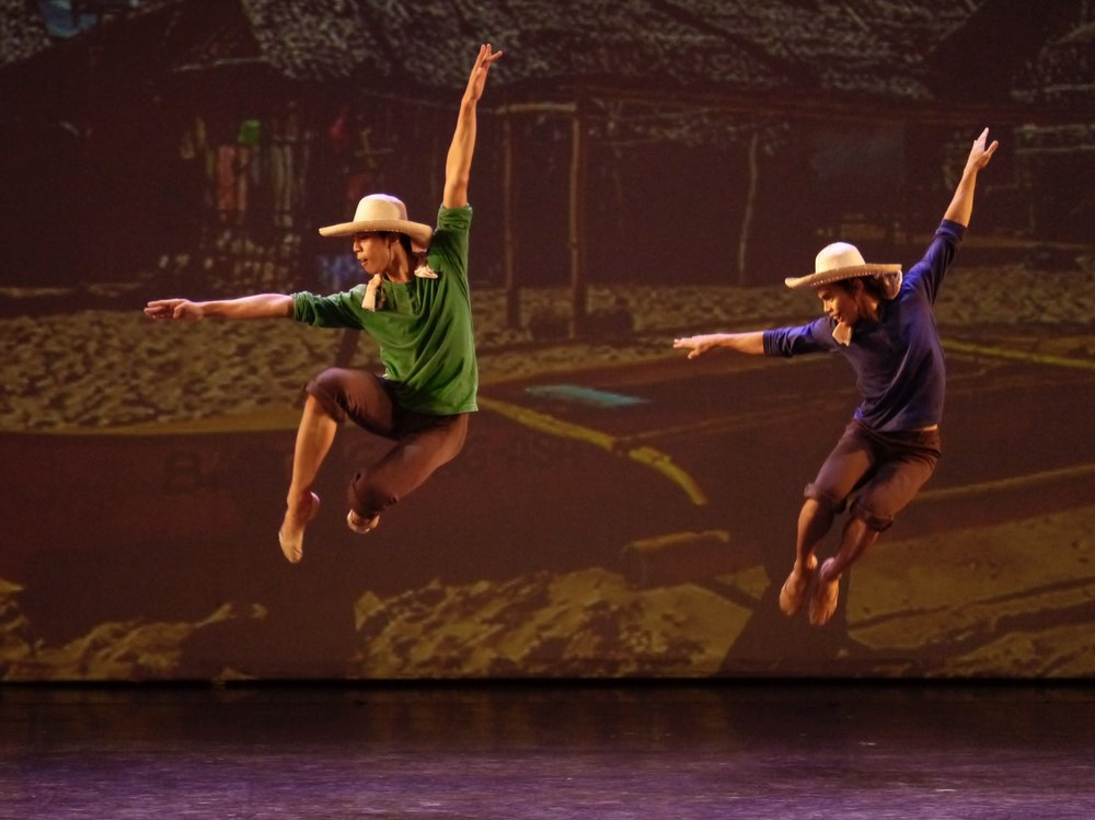 Rodney (left) and John Balagot in Rudy De Dios'  Kinabuhing Mananagat . Photo by Giselle P. Kasilag
