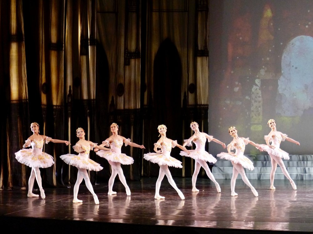 Sayaka (fourth from left) in Act 3 of  Le Corsaire . Photo by Giselle P. Kasilag