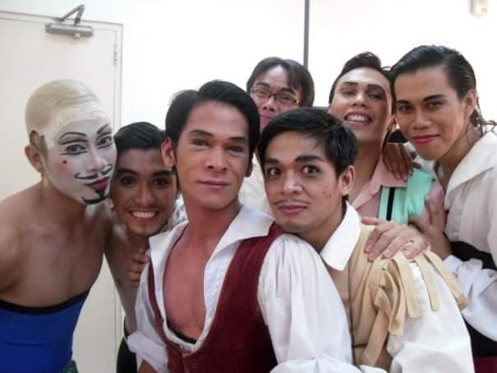 An unfortunate incident with shrimps caused a massive allergy that left Rudy with a swollen face while performing  Don Quixote . Fellow principal dancer Romeo Peralta remembers how they made light of the situation by taking pictures backstage. Photo courtesy of Romeo Peralta