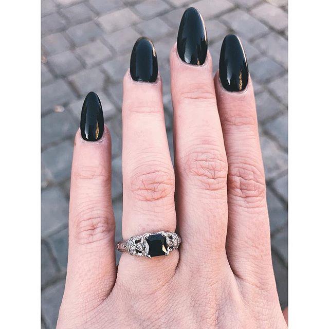 She said yes! 🖤💍🍾 🥳 🎈 🎉 . . #gettingmarried #engaged #officalannouncement  #ballandchain #makinganhonestwomanofher #offthemarket