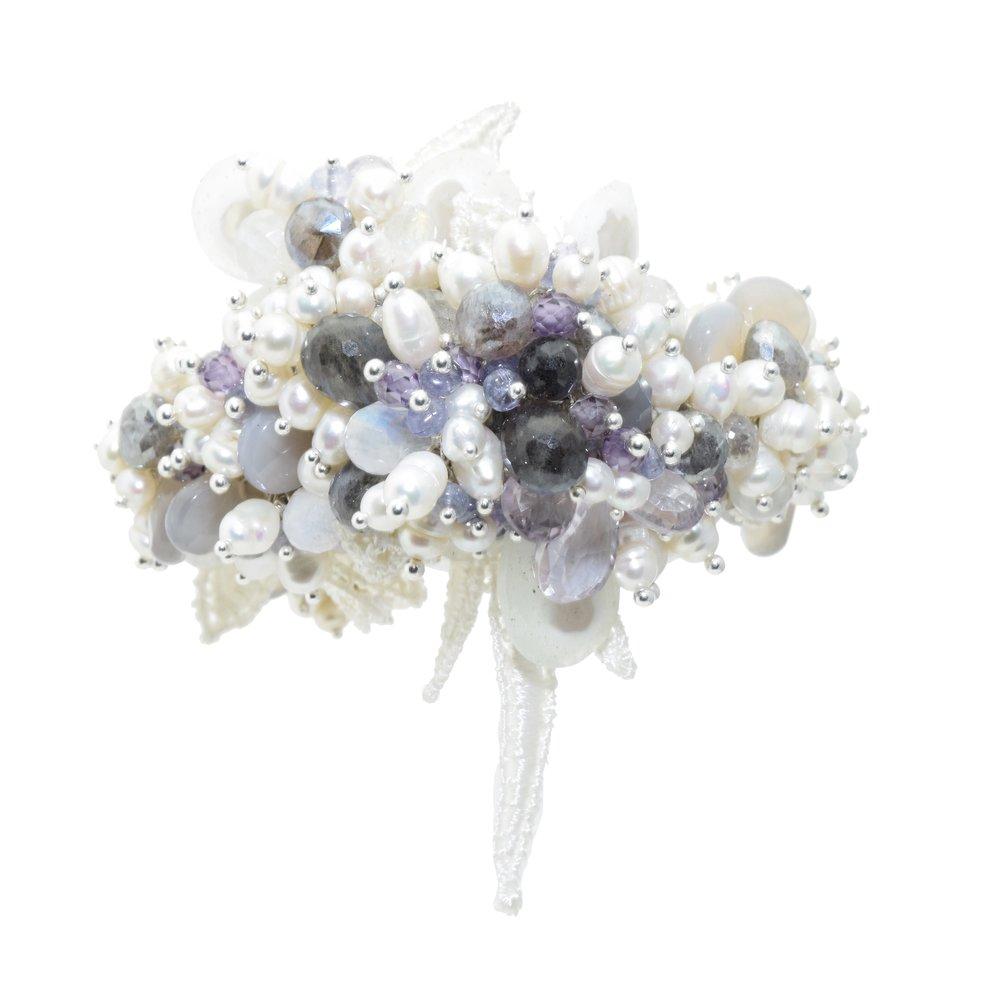 Custom bridal gemstone pearl bracelet