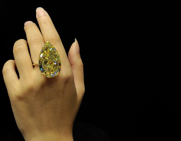 pear-shaped-yellow-diamond.jpg