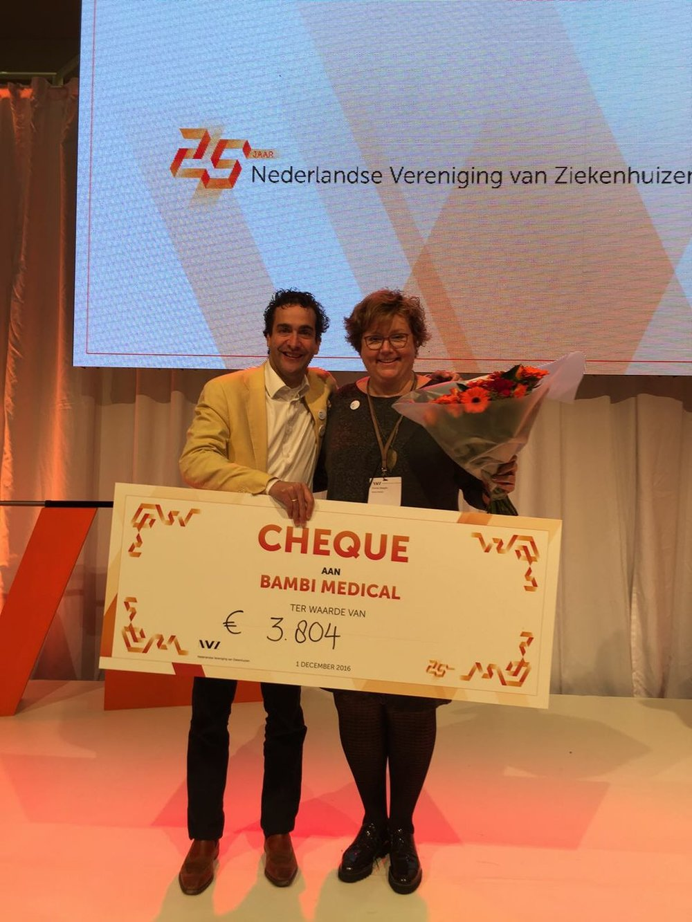 CEO and CMO of Bambi Medical after winning the price at the Dutch Hospital Association's conference