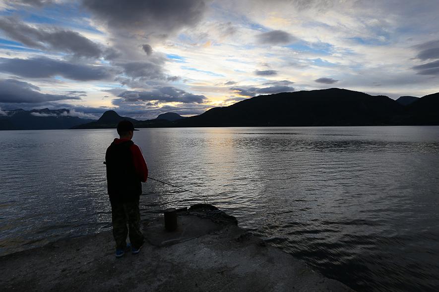 Isak fiskar i Åndalsnes, Norge